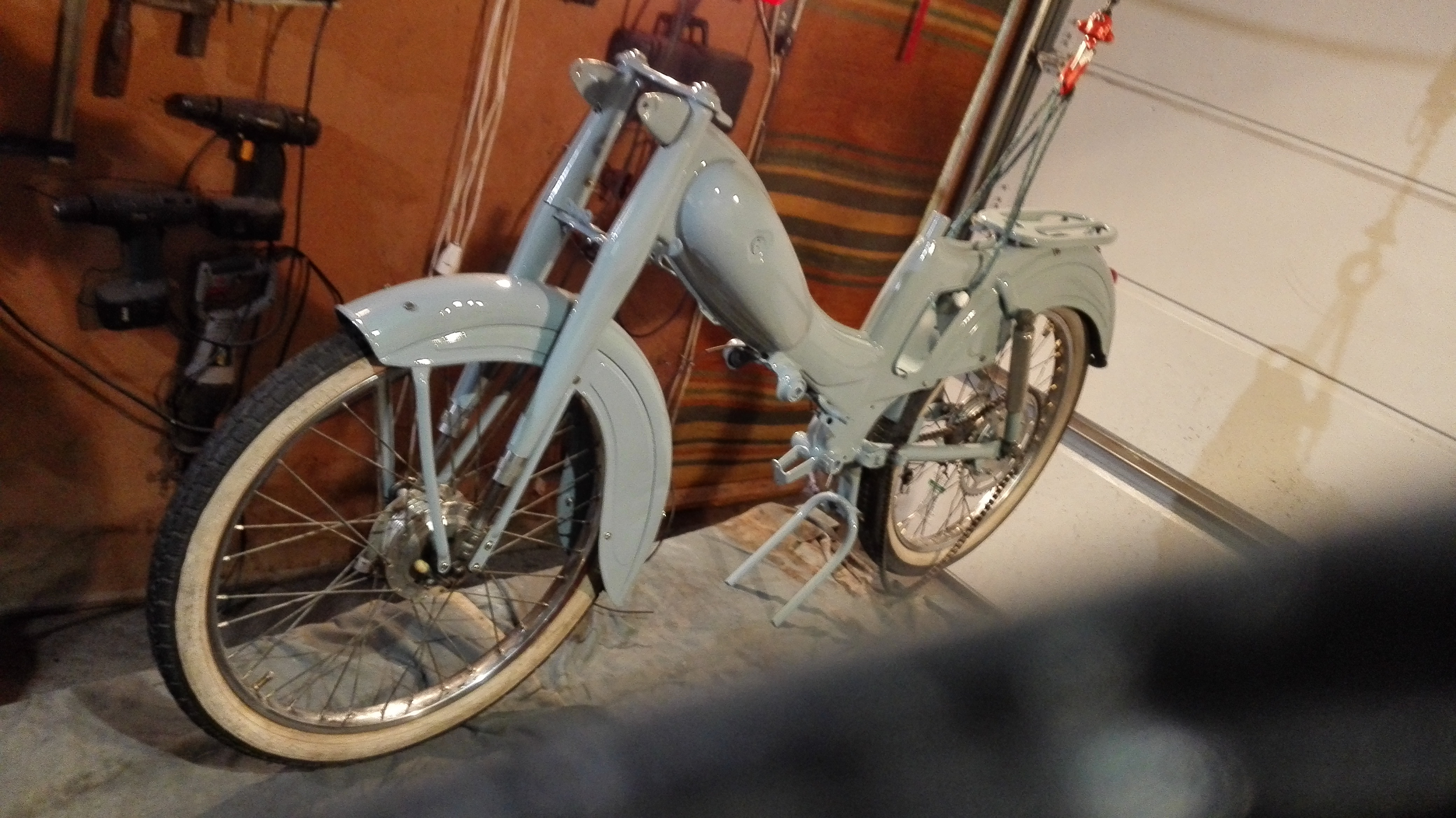 moped deler på nett